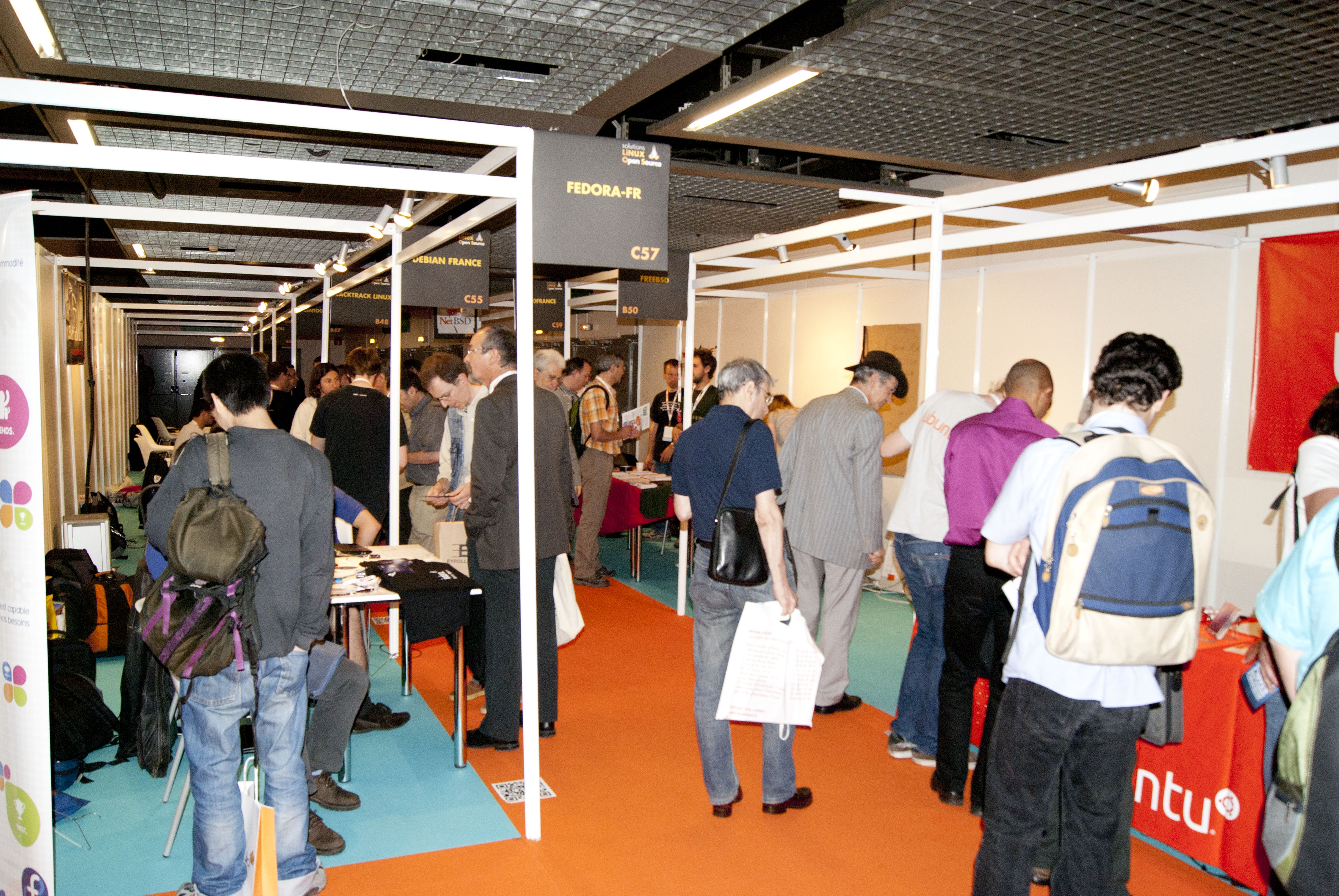 Photographie du village associatif - Salon solutions Linux
