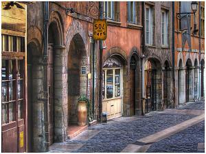 Rue-dans-le-Vieux-Lyon