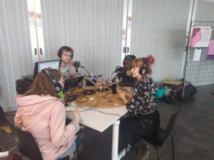 Lise et Lucette participant à une interview