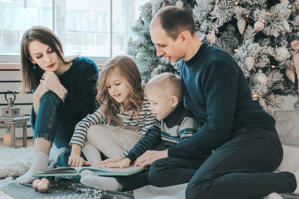 photo de famille qui joue pendant la période de noël!